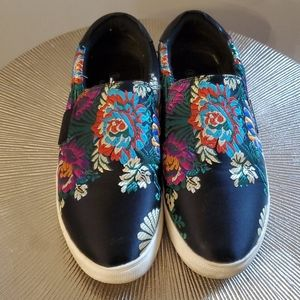 Aloha Island Pull-on Embroidered Sneakers